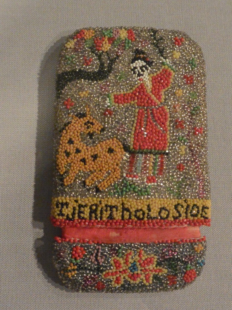 Peranakan wallet beads